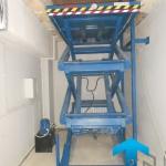 Трехножничный подъемный стол в работе